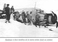 Equipage et deux membres de la station météo située au sommet du Ventoux
